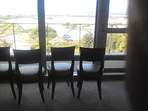 13階の椅子1