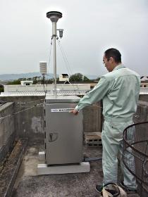 西館車庫棟屋上の測定器